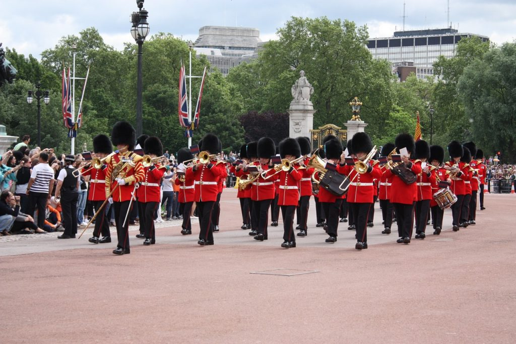 change-guard-london-buckingham-palace